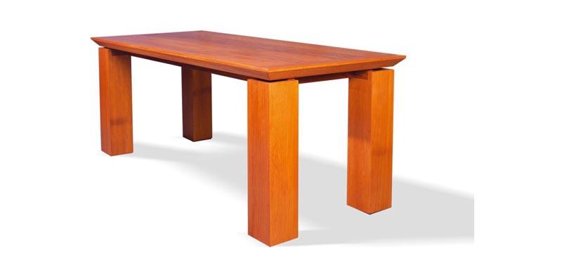 H070 TABLE PHILMAUR